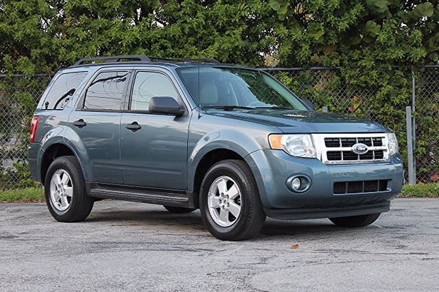 2010 Ford Escape XLT  WARRANTY CARFAX CERIFIED 1 OWNER 13 SERVICE RECORDS FLORIDA VEHICLE