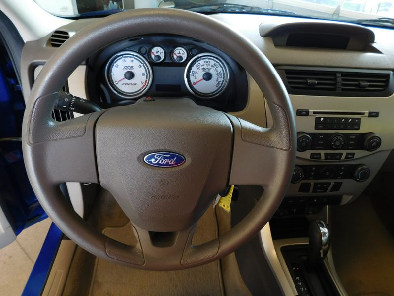 2010 Ford Focus SE  city TN  Doug Justus Auto Center Inc  in Airport Motor Mile ( Metro Knoxville ), TN