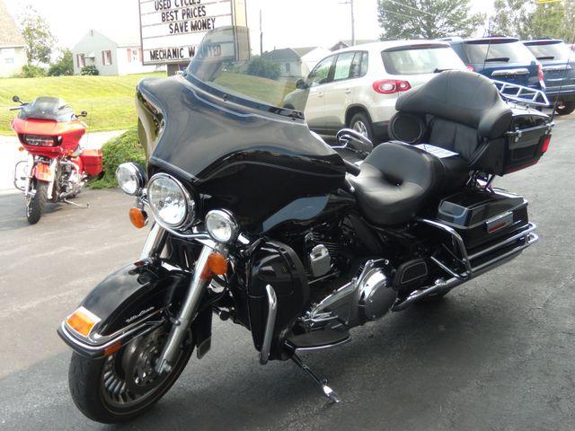 2010 Harley-Davidson Electra Glide® Ultra Classic® Ephrata, PA 7