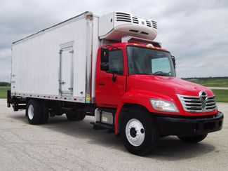 2010 Hino 338 Reefer, 22', Thermo King TS, Liftgate, Auto ., .
