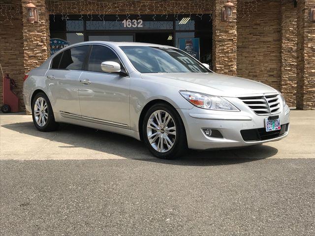 2010 Hyundai Genesis 46 New Price Clean CARFAX Platinum Metallic 2010 Hyundai Genesis 46 RWD Z