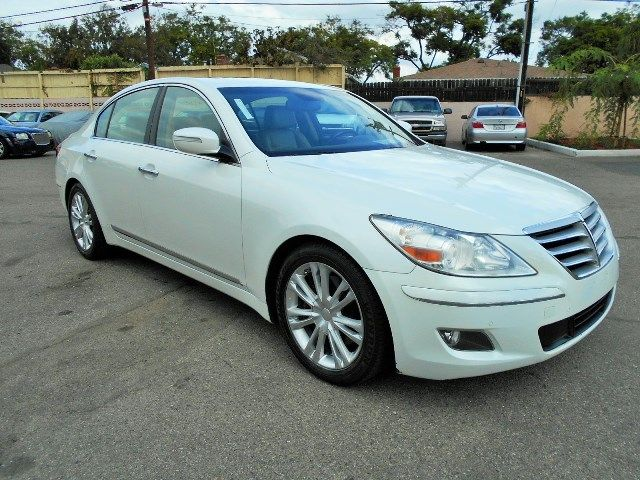 2010 Hyundai Genesis Limited warranty included to assure your worry-free purchase AutoCheck repor