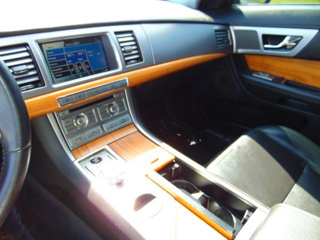 2010 Jaguar XF Luxury Leesburg, Virginia 30