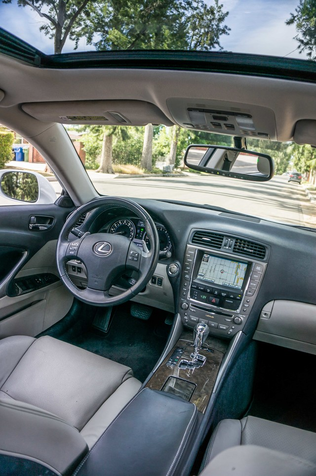 2010 Lexus IS 250 AUTO - 67K MILES - NAVI - HTD/CLD STS Reseda, CA 35