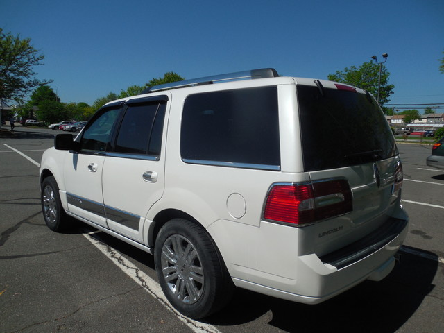 2010 Lincoln Navigator Leesburg, Virginia 3