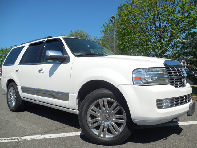 2010 Lincoln Navigator Leesburg, Virginia 1