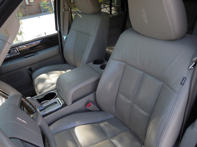 2010 Lincoln Navigator Leesburg, Virginia 8
