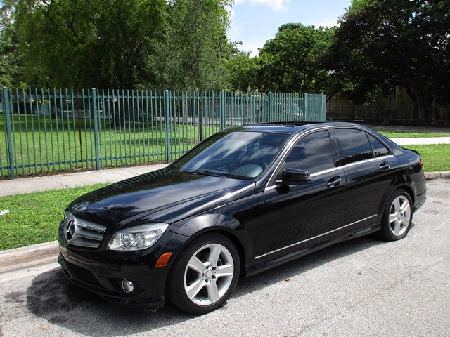 2010 Mercedes C300 Sport Come and visit us at oceanautosalescom for our expanded inventoryThis o