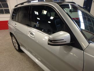 2010 Mercedes Glk 350 VERY SHARP,& CLEAN, AWD, WINTER READY! Saint Louis Park, MN 19