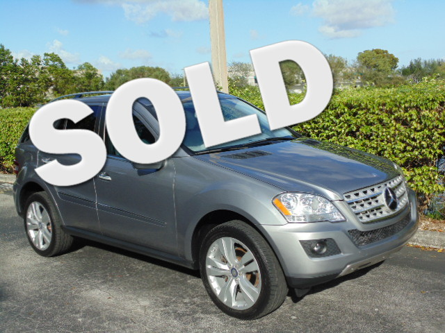 2010 Mercedes ML350 This 2010 Mercedes ML350 is a non-smoker florida car and is carfax certified