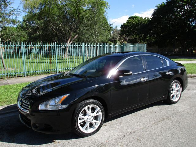 2010 Nissan Maxima 35 S Come and visit us at oceanautosalescom for our expanded inventoryThis o