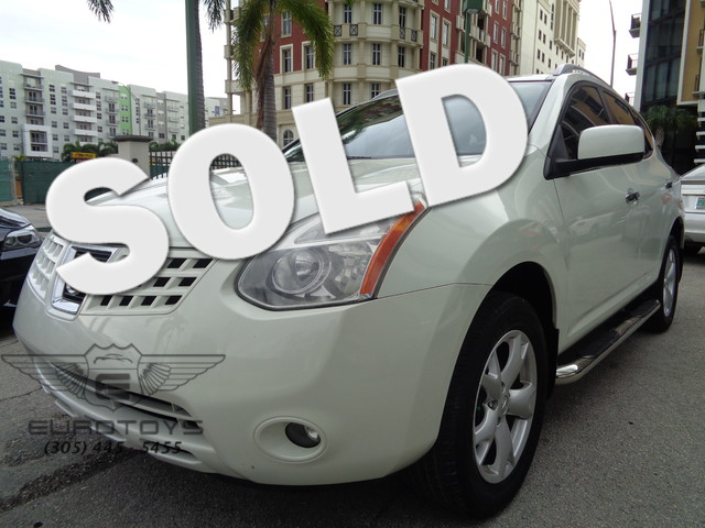 2010 Nissan Rogue SL 2010 NISSAN ROGUE PHANTOM WHITE PEARL ON GRAY EQUIPPED WITH ROOF RAIL CROSS B