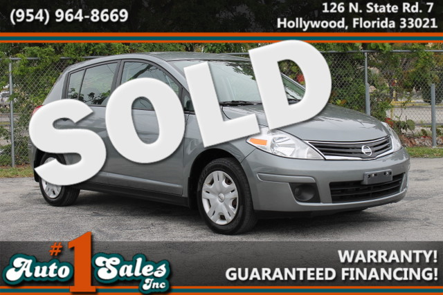 2010 Nissan Versa 18 S  WARRANTY CARFAX CERTIFIED AUTOCHECK CERTIFIED 2 OWNERS FLORIDA VEH