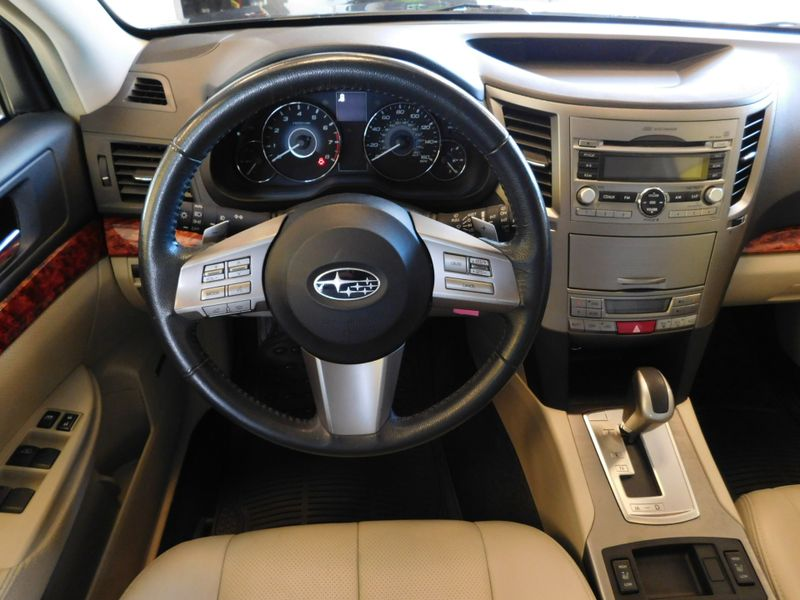 2010 Subaru Outback Ltd Pwr Moon  city TN  Doug Justus Auto Center Inc  in Airport Motor Mile ( Metro Knoxville ), TN