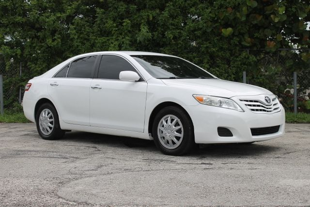 2010 Toyota Camry LE  WARRANTY CARFAX CERTIFIED 5 SERVICE RECORDS FLORIDA VEHICLE TRADES WE