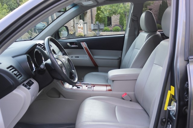 2010 Toyota Highlander Limited Mooresville, North Carolina 14