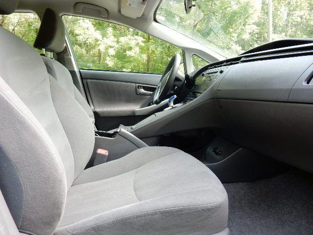 2010 Toyota Prius III Leesburg, Virginia 12