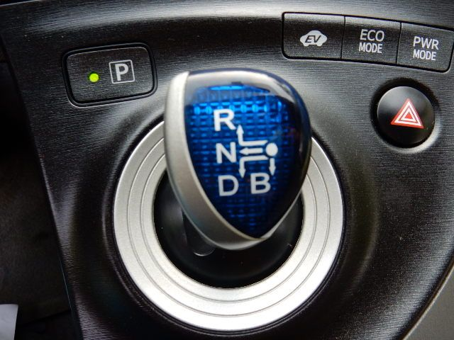 2010 Toyota Prius III Leesburg, Virginia 35
