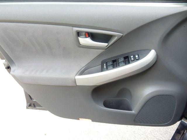 2010 Toyota Prius III Leesburg, Virginia 8