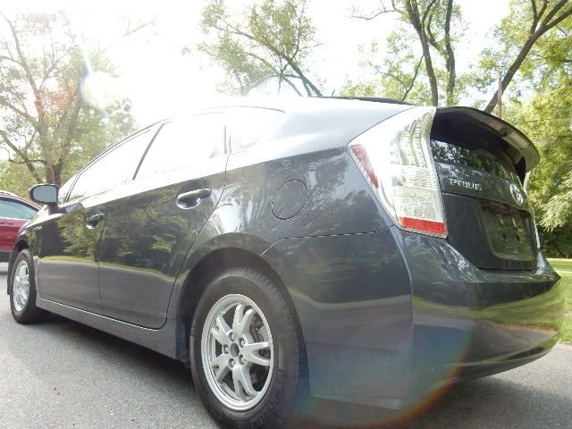 2010 Toyota Prius III Leesburg, Virginia 3