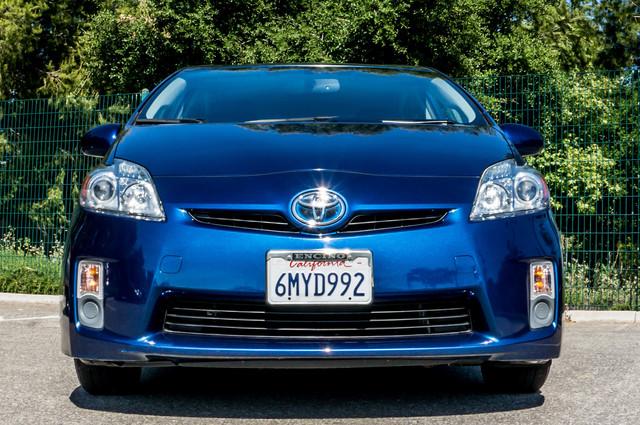 2010 Toyota Prius IV - 31K MILES - NAVI - BACK UP CAMERA - LTHR Reseda, CA 3