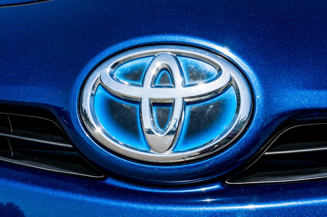 2010 Toyota Prius IV - 31K MILES - NAVI - BACK UP CAMERA - LTHR Reseda, CA 46