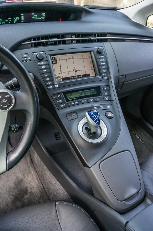 2010 Toyota Prius IV - 31K MILES - NAVI - BACK UP CAMERA - LTHR Reseda, CA 26