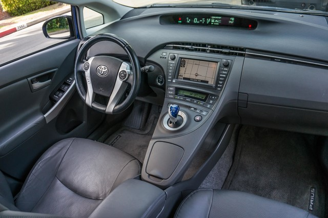 2010 Toyota Prius IV - 31K MILES - NAVI - BACK UP CAMERA - LTHR Reseda, CA 35