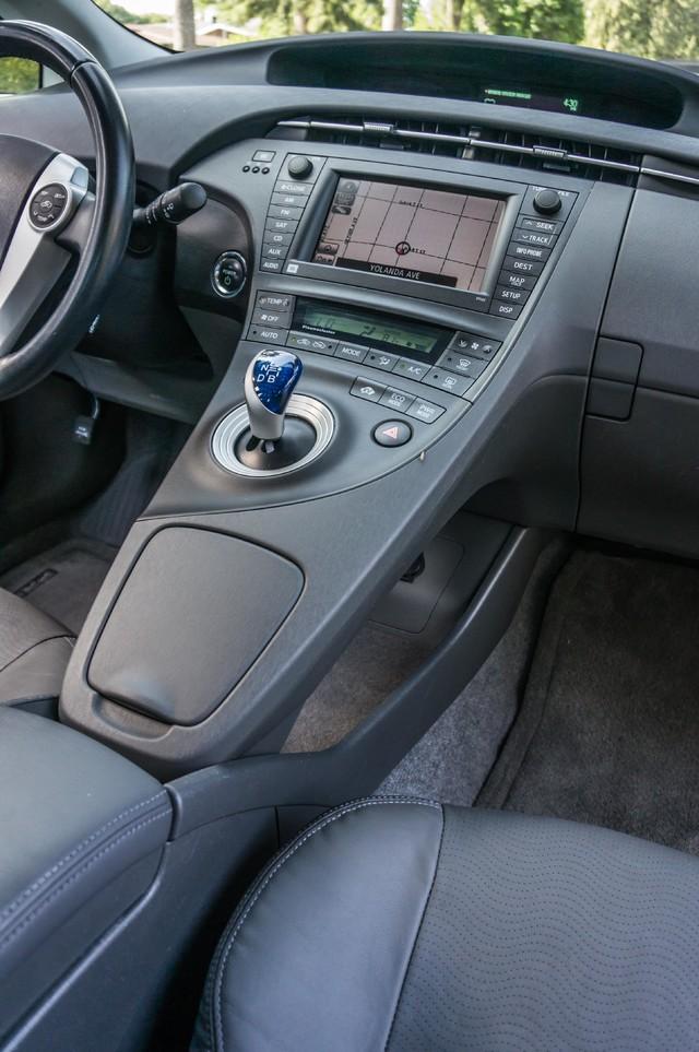 2010 Toyota Prius IV - 31K MILES - NAVI - BACK UP CAMERA - LTHR Reseda, CA 24