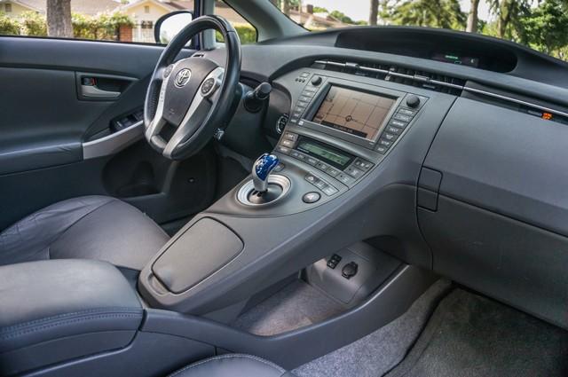 2010 Toyota Prius IV - 31K MILES - NAVI - BACK UP CAMERA - LTHR Reseda, CA 22