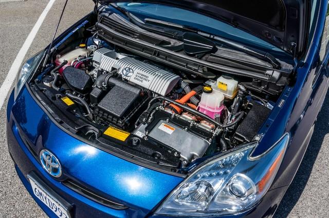 2010 Toyota Prius IV - 31K MILES - NAVI - BACK UP CAMERA - LTHR Reseda, CA 23
