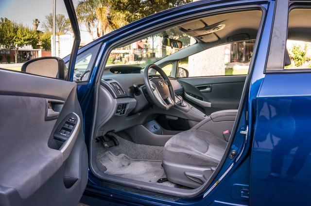 2010 Toyota Prius II - AUTO - 86K MILES - 1-OWNER Reseda, CA 13