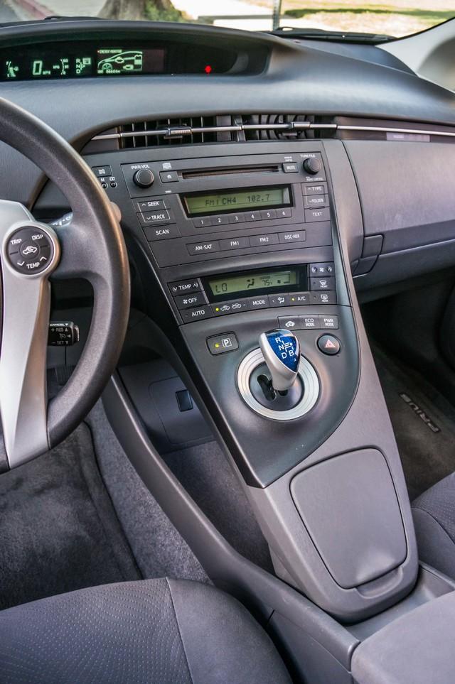 2010 Toyota Prius II - AUTO - 86K MILES - 1-OWNER Reseda, CA 24