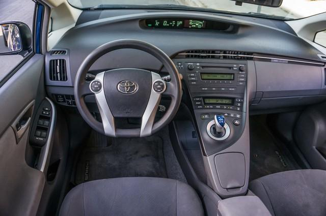 2010 Toyota Prius II - AUTO - 86K MILES - 1-OWNER Reseda, CA 20