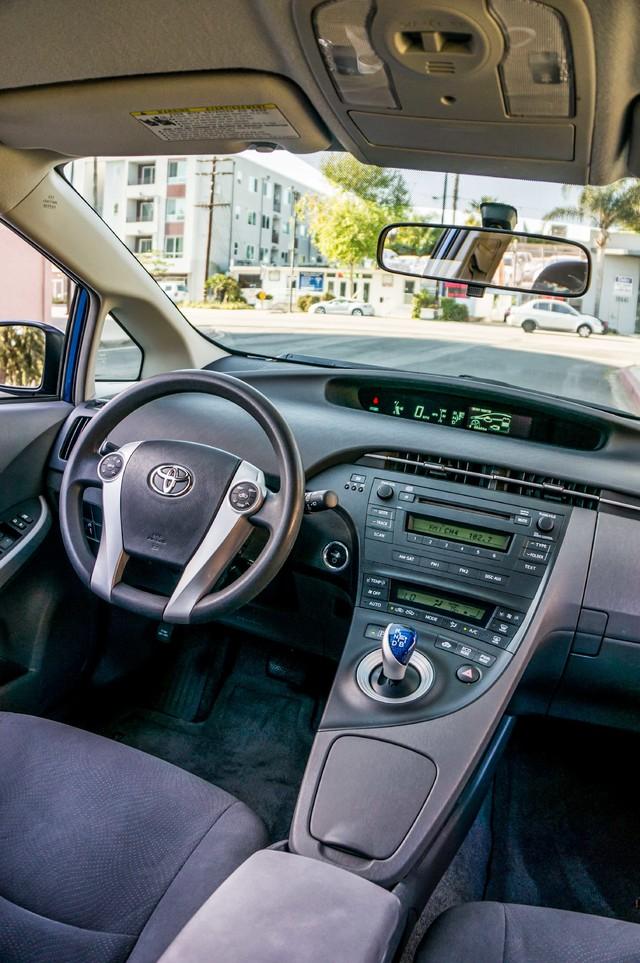 2010 Toyota Prius II - AUTO - 86K MILES - 1-OWNER Reseda, CA 32