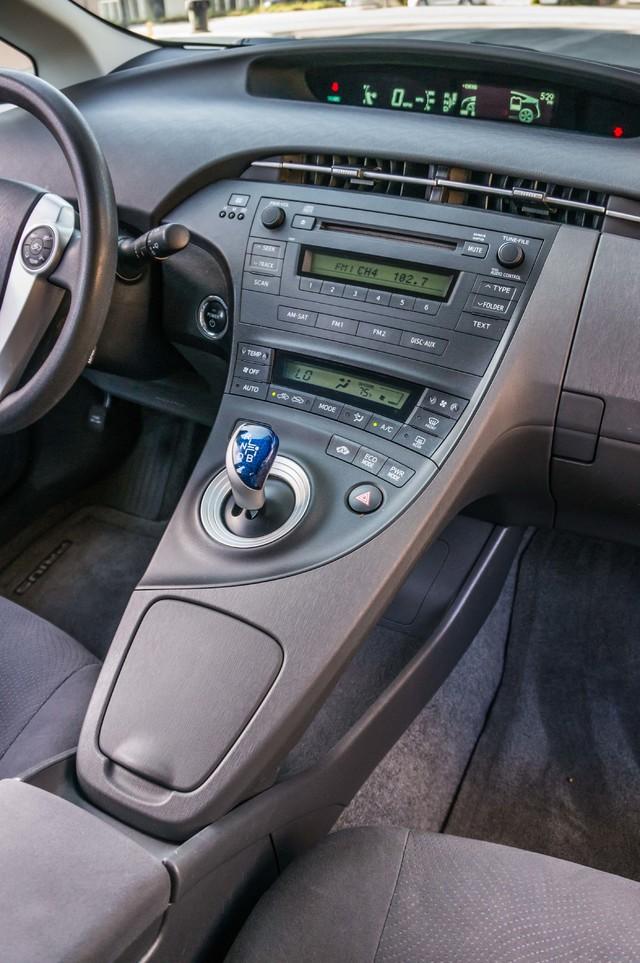 2010 Toyota Prius II - AUTO - 86K MILES - 1-OWNER Reseda, CA 21