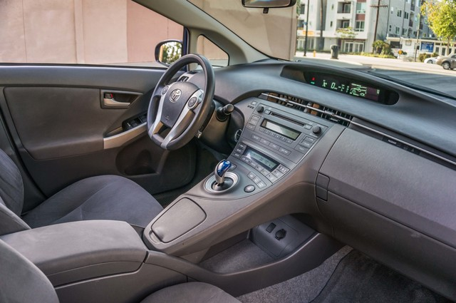 2010 Toyota Prius II - AUTO - 86K MILES - 1-OWNER Reseda, CA 30