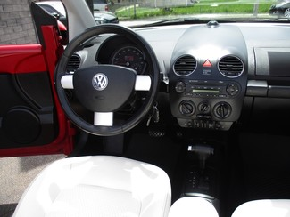 2010 Volkswagen New Beetle Milwaukee, Wisconsin 16
