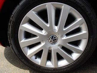 2010 Volkswagen New Beetle Milwaukee, Wisconsin 22