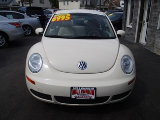 2010 Volkswagen New Beetle Milwaukee, Wisconsin 1