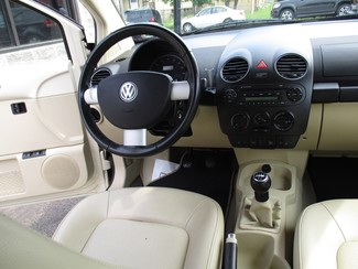 2010 Volkswagen New Beetle Milwaukee, Wisconsin 10