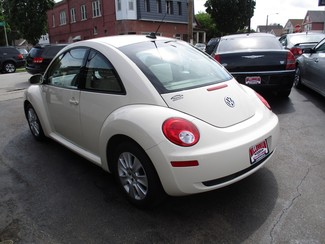 2010 Volkswagen New Beetle Milwaukee, Wisconsin 5