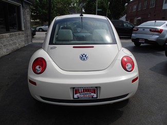 2010 Volkswagen New Beetle Milwaukee, Wisconsin 4
