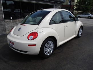 2010 Volkswagen New Beetle Milwaukee, Wisconsin 3