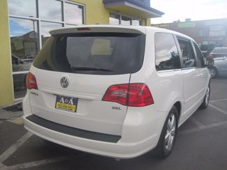 2010 Volkswagen Routan SEL w/Navigation Englewood, Colorado 4