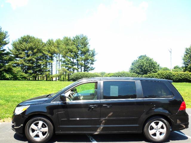 2010 Volkswagen Routan SEL w/Navigation Leesburg, Virginia 4