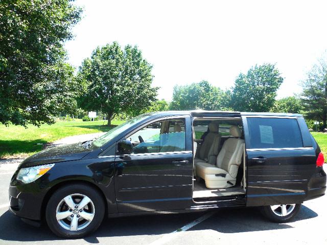 2010 Volkswagen Routan SEL w/Navigation Leesburg, Virginia 7