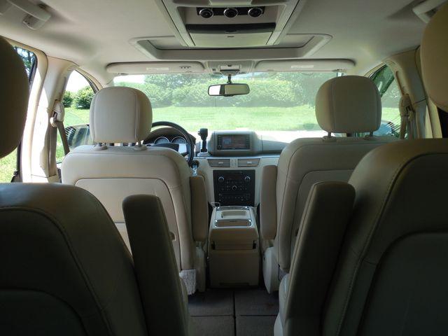 2010 Volkswagen Routan SEL w/Navigation Leesburg, Virginia 14