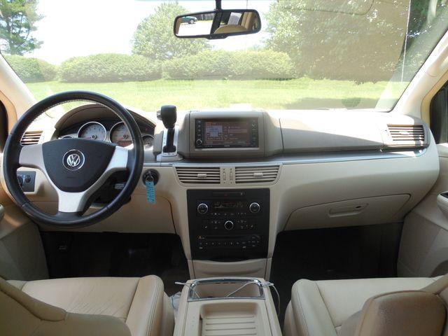 2010 Volkswagen Routan SEL w/Navigation Leesburg, Virginia 15
