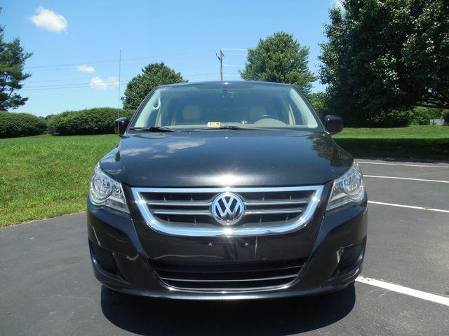 2010 Volkswagen Routan SEL w/Navigation Leesburg, Virginia 6